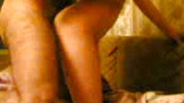 Ragazze film porno gratis di donne vecchie degustazione cazzo per il primo tempo