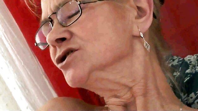 Sexy Alexis masturba lei amare di rubinetto video anziani porno acqua